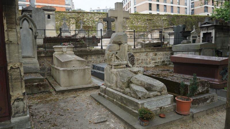 Monument för owacki för poetJuliusz SÅ 'historisk i den stora kyrkogården av Montmartre, Paris, Frankrike royaltyfria foton