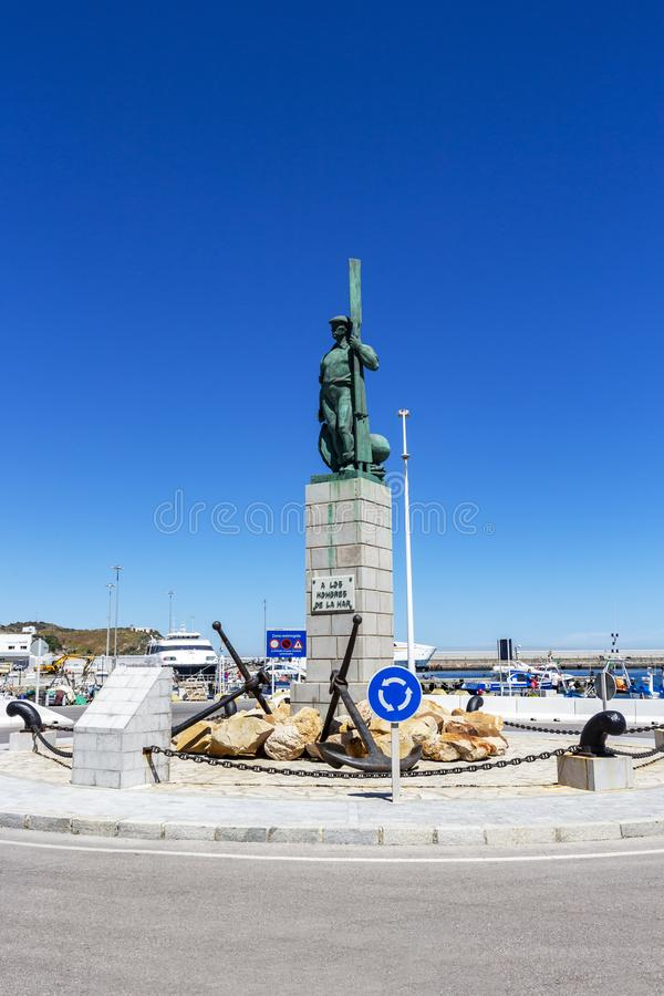 Monument am Hafen von Tarifa, Andalusien, Spanien lizenzfreies stockbild