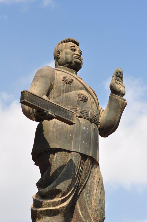 monument in lao op blauwe hemelachtergrond stock afbeelding
