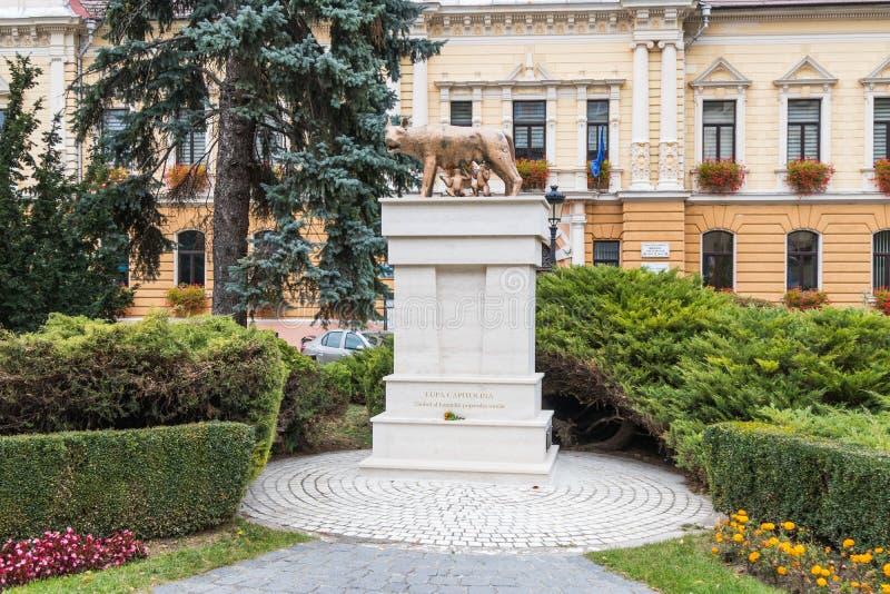 Monument Lupa Capitolina - Symbol des römischen Leute ` s latinity - nahe gelegen auf dreifarbigem quadratischem auf die alte Sta stockfoto