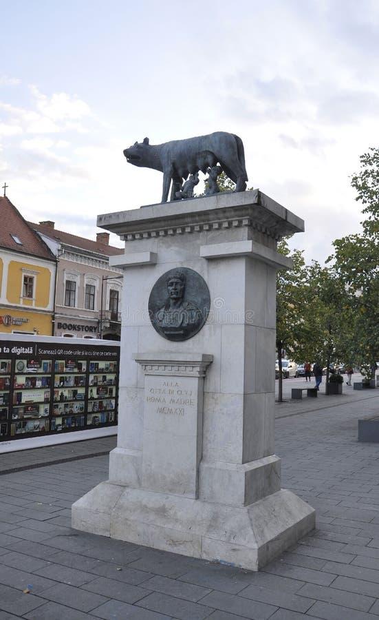 Monument Lupa Capitolina von Klausenburg-Napoca von Siebenbürgen in Rumänien lizenzfreie stockbilder