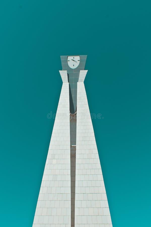Monument med en klocka arkivbild