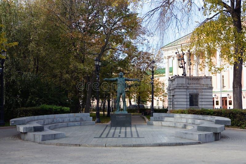 Monument met een inschrijving in Rus: Vladimir Vysotsky stock fotografie