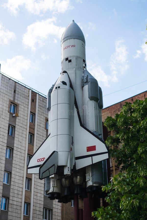 Monument met een verminderd exemplaar van opnieuw te gebruiken ruimtevaartuig, raket royalty-vrije stock afbeeldingen