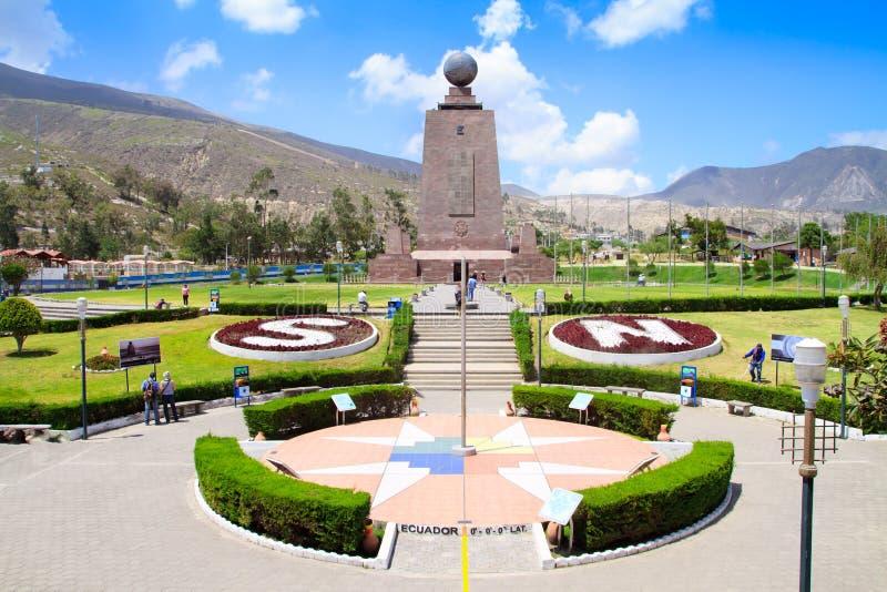 monument Mitad在基多附近的del Mundo在厄瓜多尔 免版税库存照片