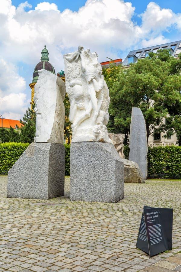 Monument mot kriget och fascism, Wien, Österrike royaltyfria bilder