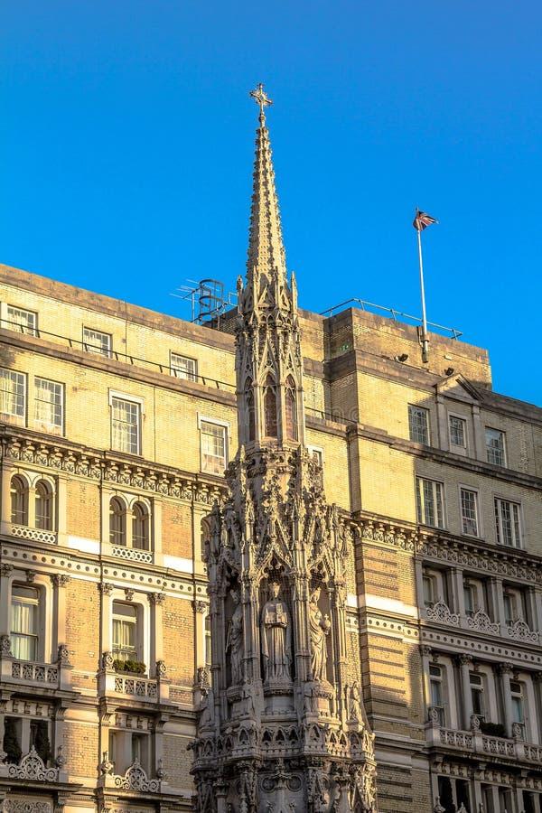 Monument: nära det Charing korset - kors för drottning Eleanors London arkivfoto