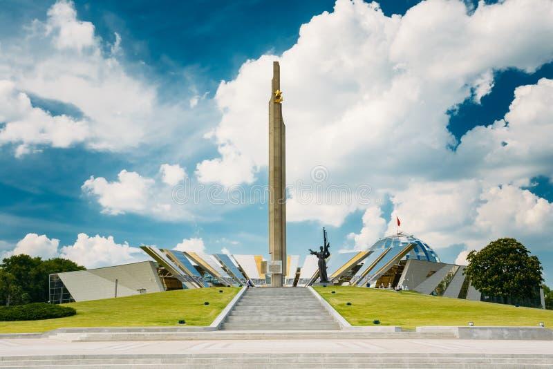 Monument nahe dem Errichten des belorussischen Museums von lizenzfreies stockbild