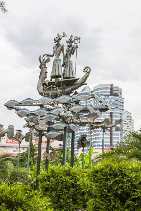 Monument nahe Sochi-Werbungshafen lizenzfreie stockbilder