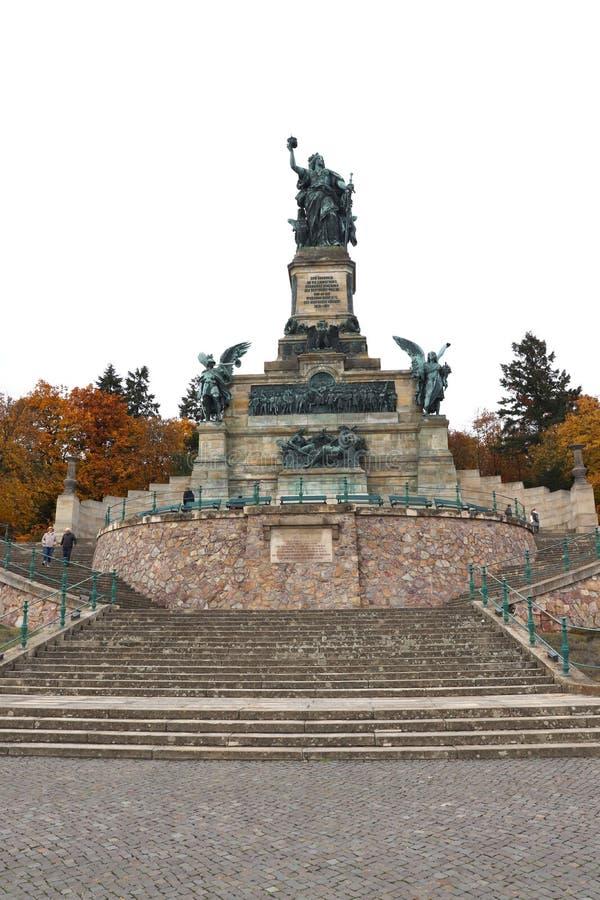 Monument Niederwalddenkmal Germania nahe Bingen und Rudesheim morgens Rhein, Deutschland stockfotografie