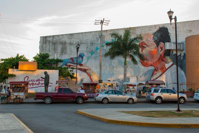 Monument och grafitti på väggen av en byggnad i staden Campeche, teckning en man på hans hand som en duva sitter San Francisco de arkivbilder