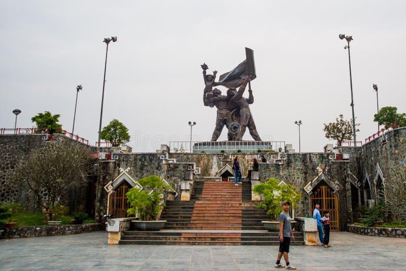 Monument på den centrala fyrkanten Vietnam Dien Bien fotografering för bildbyråer
