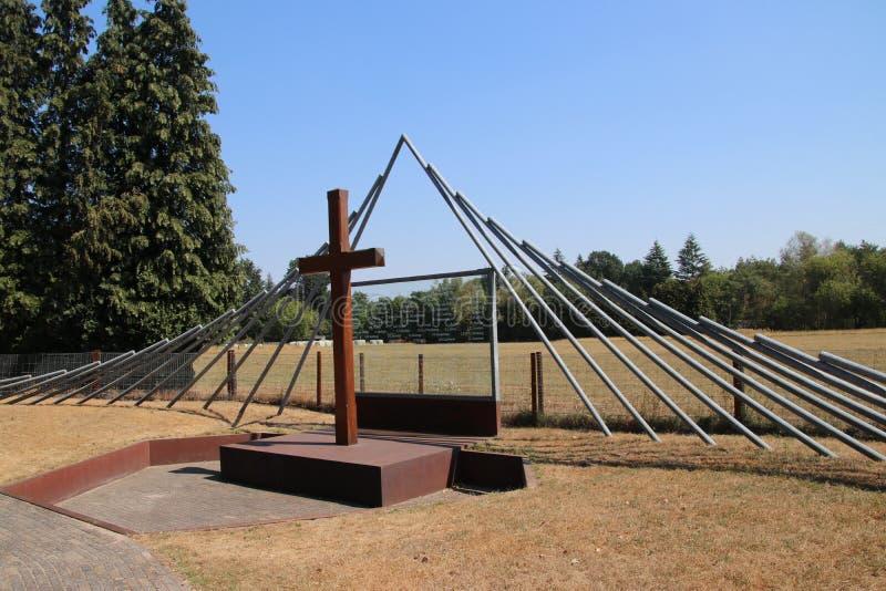Monument på Woesten Hoeve i Hoenderloo, Nederländerna royaltyfria foton