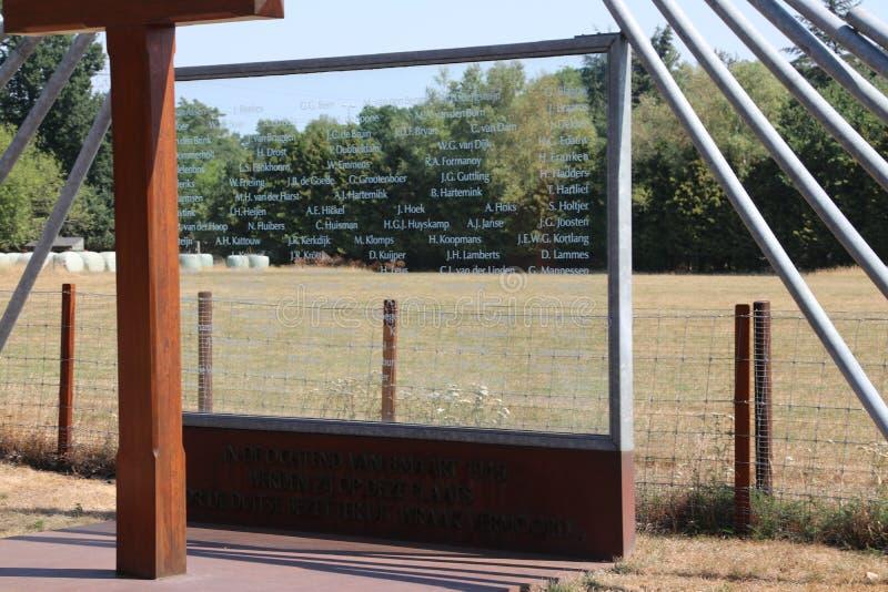 Monument på Woesten Hoeve i Hoenderloo, Nederländerna royaltyfri bild