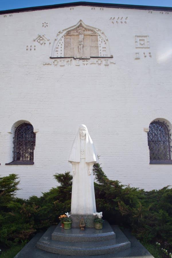 Monument pour martyr Elizabeth à la façade du nord du chat de Pokrovsky image stock