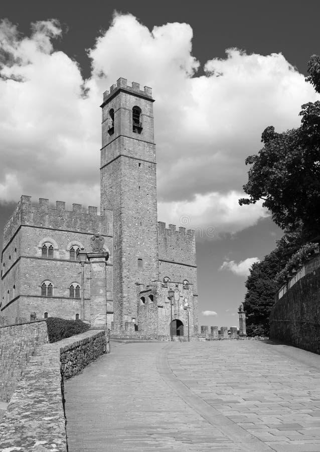 Monument public de Poppi Castle en Toscane photos libres de droits