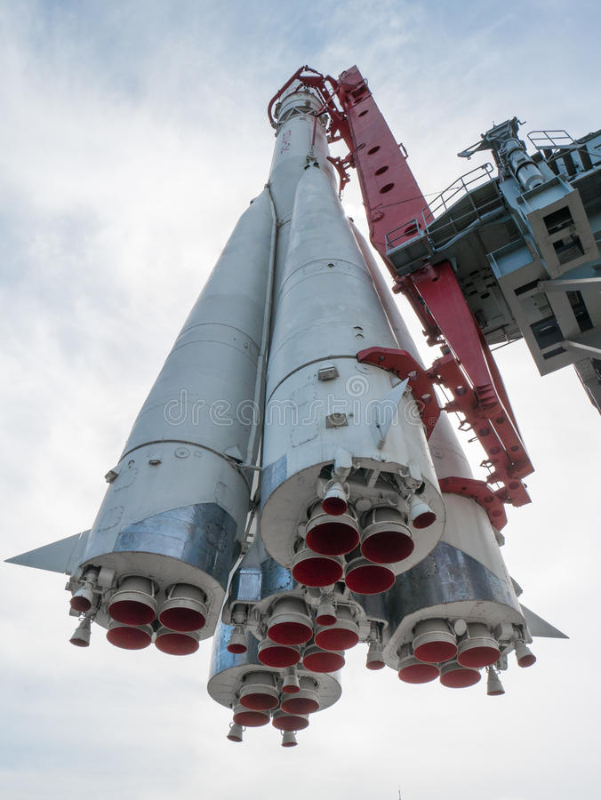Monument russe de fusée d'espace de dessous image libre de droits