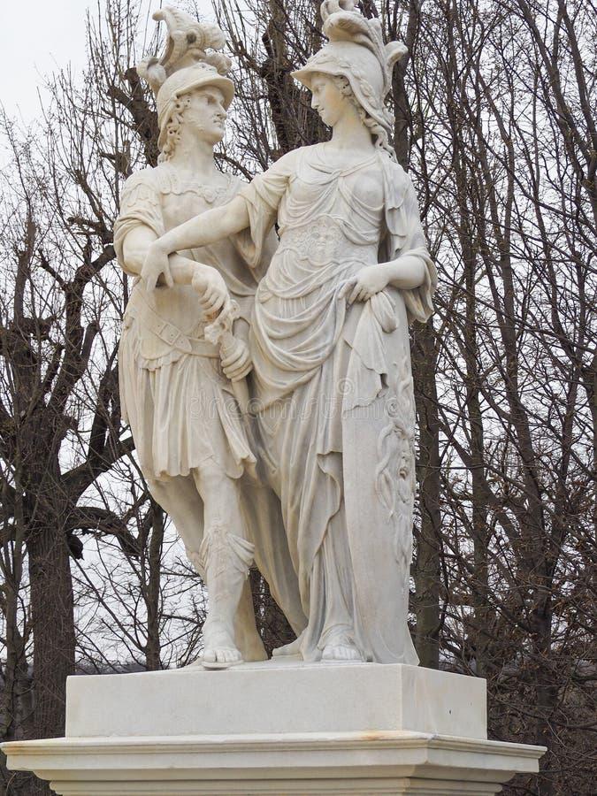 Monument in Schunbrunn-Palast bei Österreich stockfotos