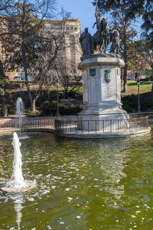 Monument som gör till drottning Isabella I katoliken på den Paseo de la Castellana gatan i stad av Madrid, Sp arkivbilder