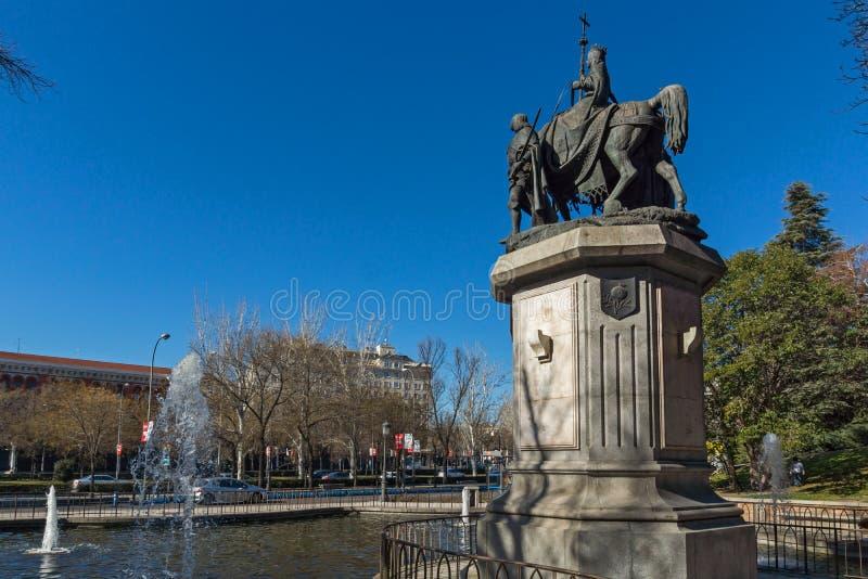 Monument som gör till drottning Isabella I katoliken på den Paseo de la Castellana gatan i stad av Madrid, Sp royaltyfri foto