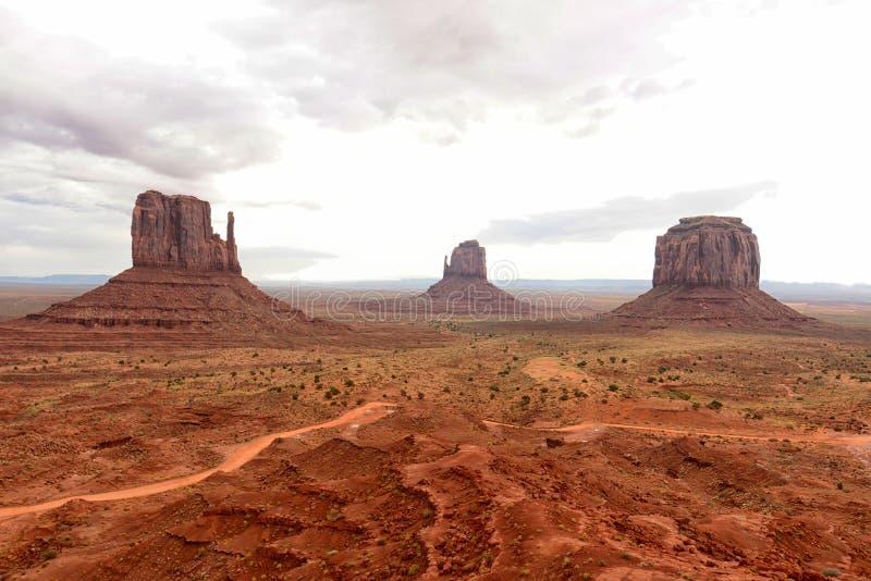 Monument-Tal mit einem bewölkten Himmel stockfoto