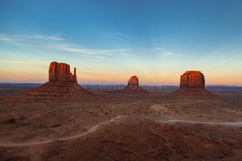 Monument-Tal-Sonnenuntergang, Monument-Tal, Arizona, USA lizenzfreie stockbilder