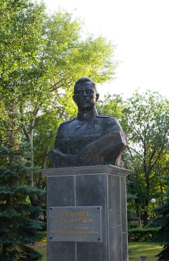 Monument till Överste-allmänna Alexander Ilich Rodimtsev royaltyfri foto