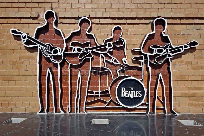 Monument till Beatleset Monumentet installerades på Maj 23, 2009, och denna är den första monumentet till Beatleset i Ryssland royaltyfria bilder