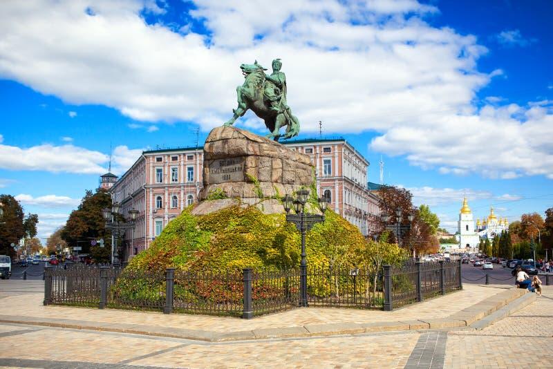 Monument till Bogdan Khmelnitsky på den Sofia fyrkanten Kyiv Ukraina arkivbild