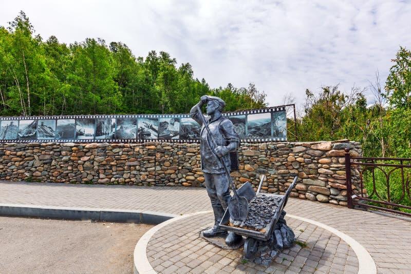 Monument till byggmästarna av det Chui området Altai republik, Ryssland fotografering för bildbyråer