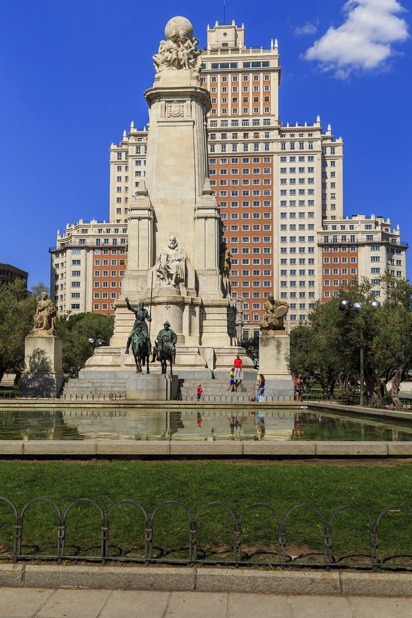 Monument till Cervantes, Madrid royaltyfria foton