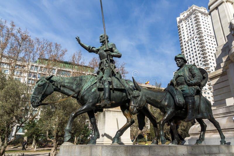 Monument till Cervantes och Don Quixote och Sancho Panza på den Spanien fyrkanten i stad av Madrid, Spai arkivfoton