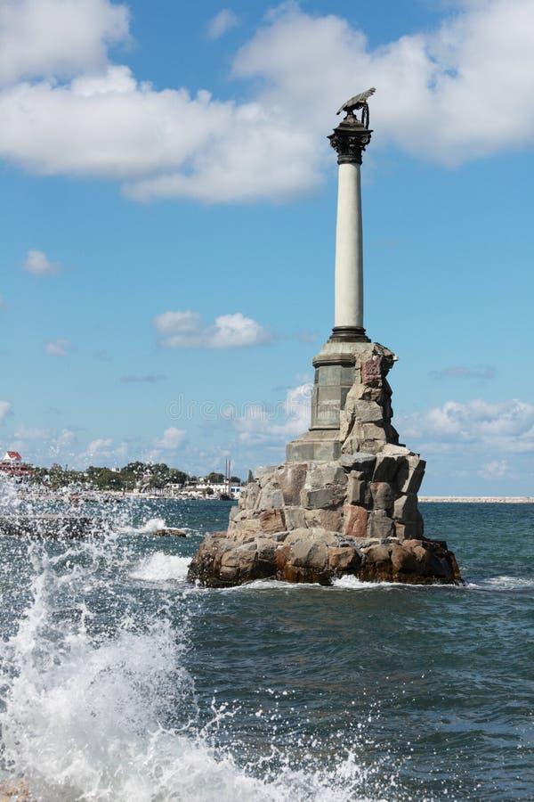 Monument till de rusade krigsskeppen i Sevastopol arkivfoto