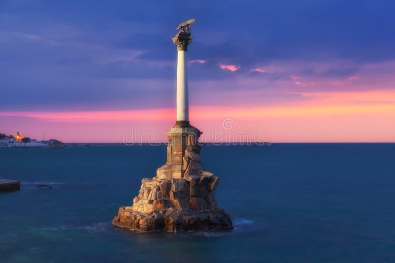 Monument till de rusade krigsskeppen i Sevastopol arkivfoton