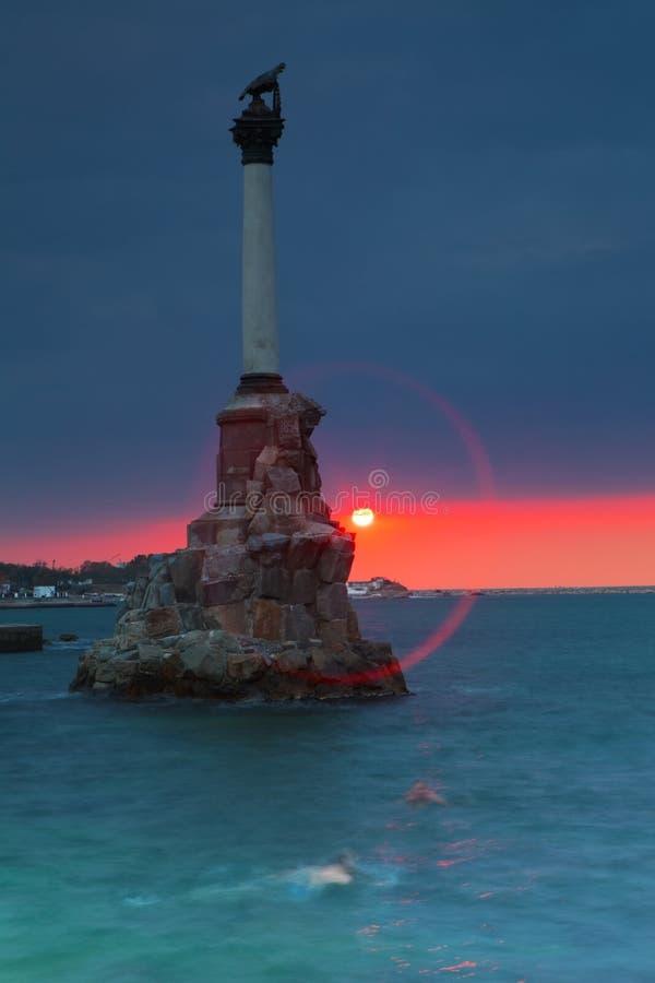 Monument till de rusade krigsskeppen i Sevastopol royaltyfri foto