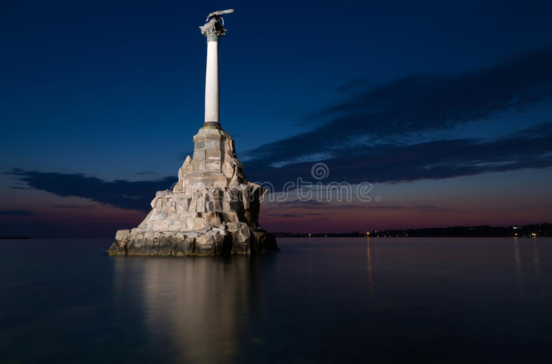 Monument till de rusade krigsskeppen i Sevastopol royaltyfria bilder