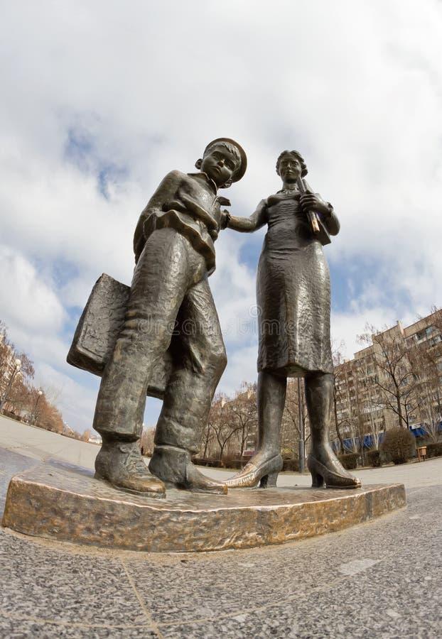 Monument till den första läraren arkivfoto