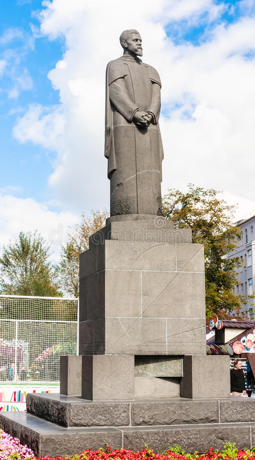 Monument till den ryska forskaren, naturalist Timiryazev på den Tver boulevarden moscow fotografering för bildbyråer
