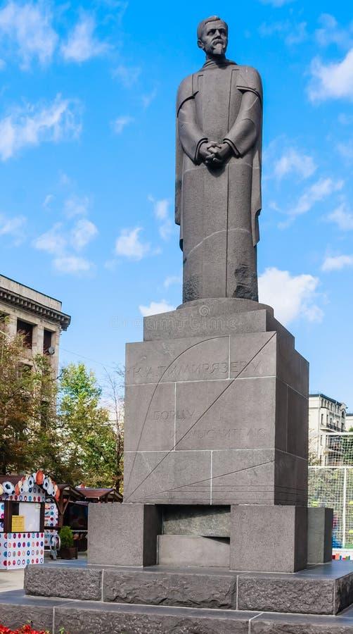 Monument till den ryska forskaren, naturalist Timiryazev på den Tver boulevarden moscow arkivbilder