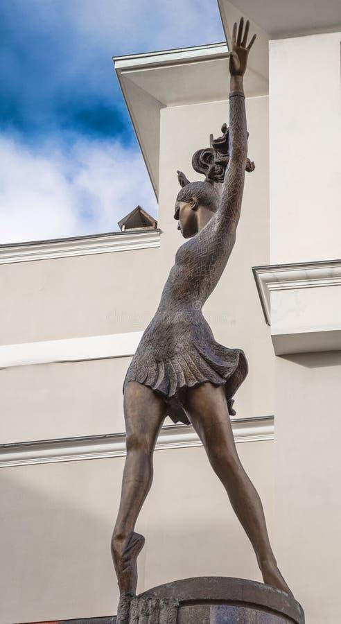 Monument till den stora ryska ballerina Maya Plisetskaya arkivfoton