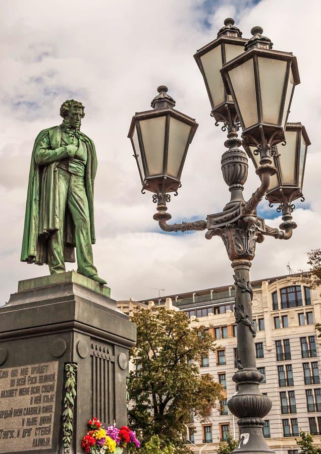 Monument till den stora ryska poeten Pushkin fotografering för bildbyråer