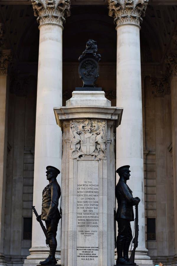 Monument till det stupat vid kriget i London royaltyfri fotografi