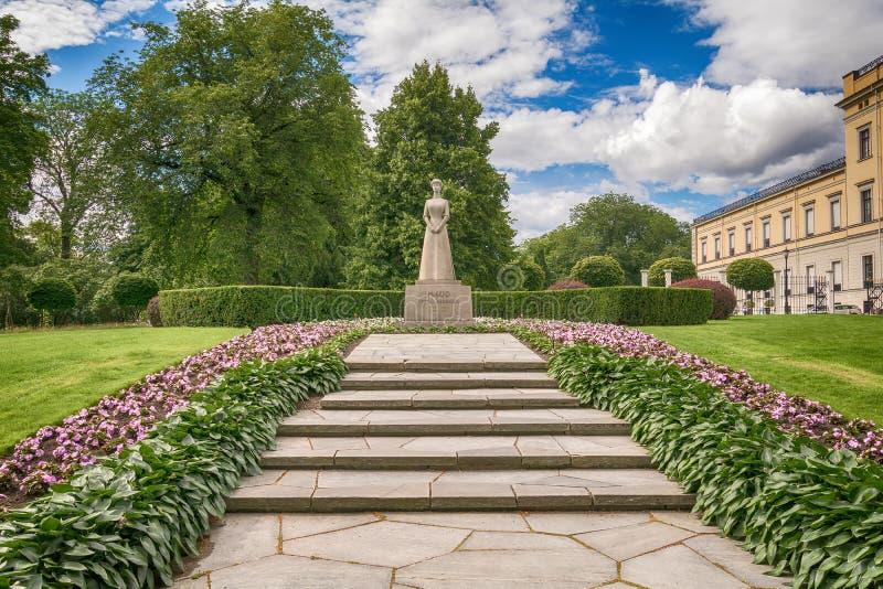 Monument till drottningen Maud för Norge ` s av Wales royaltyfria bilder