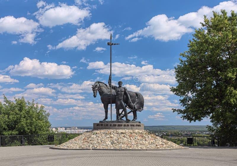 Monument till en första nybyggare i Penza, Ryssland royaltyfri foto
