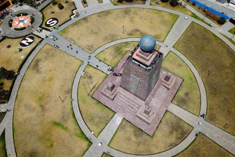 Monument till Equator, Ecuador royaltyfria bilder