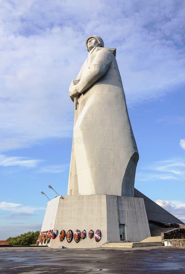 Monument till försvarare av den sovjetiska arktisken i Murmansk arkivbilder