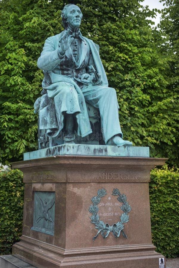 Monument till Hans Christian Andersen i konungträdgård i Köpenhamn royaltyfri fotografi