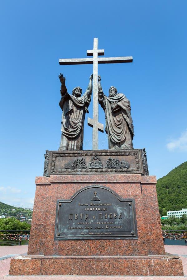 Monument till heliga apostlar Peter och Paul Petropavlovsk-Kamchatsky stad arkivfoto