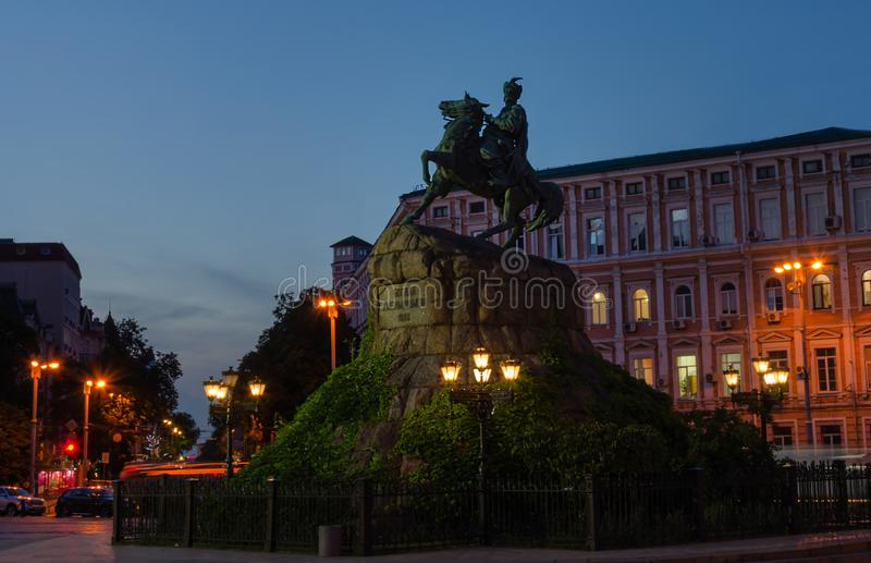 Monument till hetmanen Bogdan Khmelnitsky på Sofia Square, Kiev, Ukraina royaltyfri foto