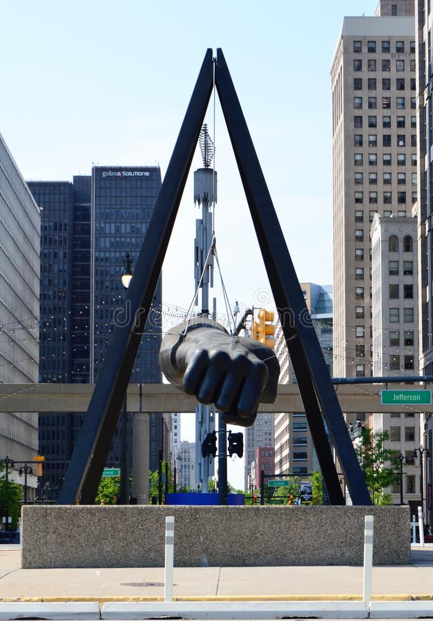 Monument till Joe Louis och Detroit ` s Hart Plaza royaltyfria bilder